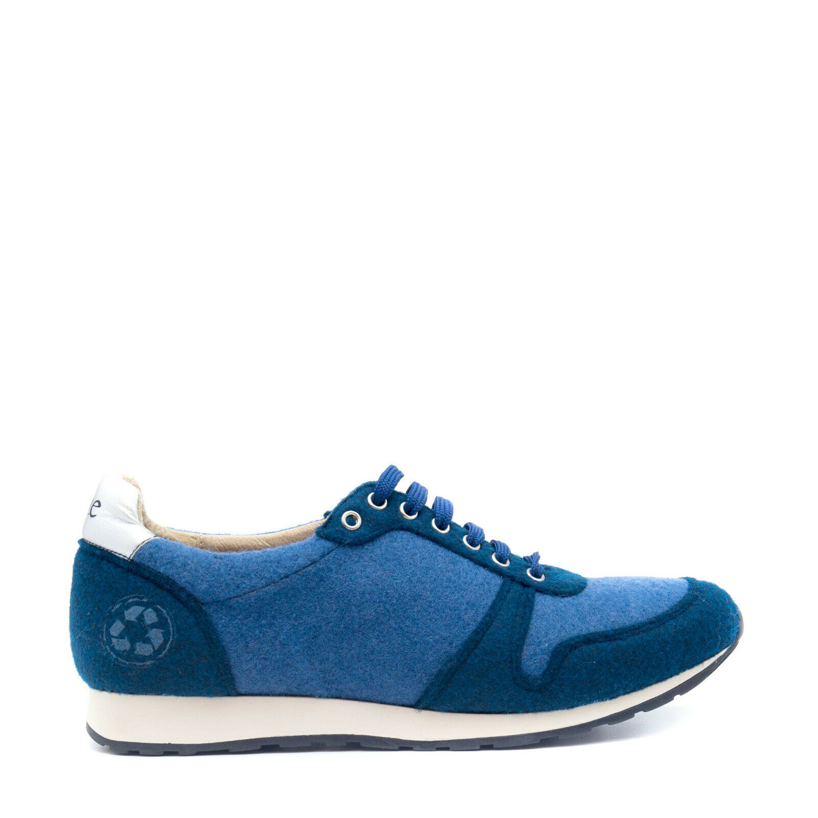 Vegan Low-Top sneaker Lace-Up on recycled PET fabric upper with ultrasoft sole
