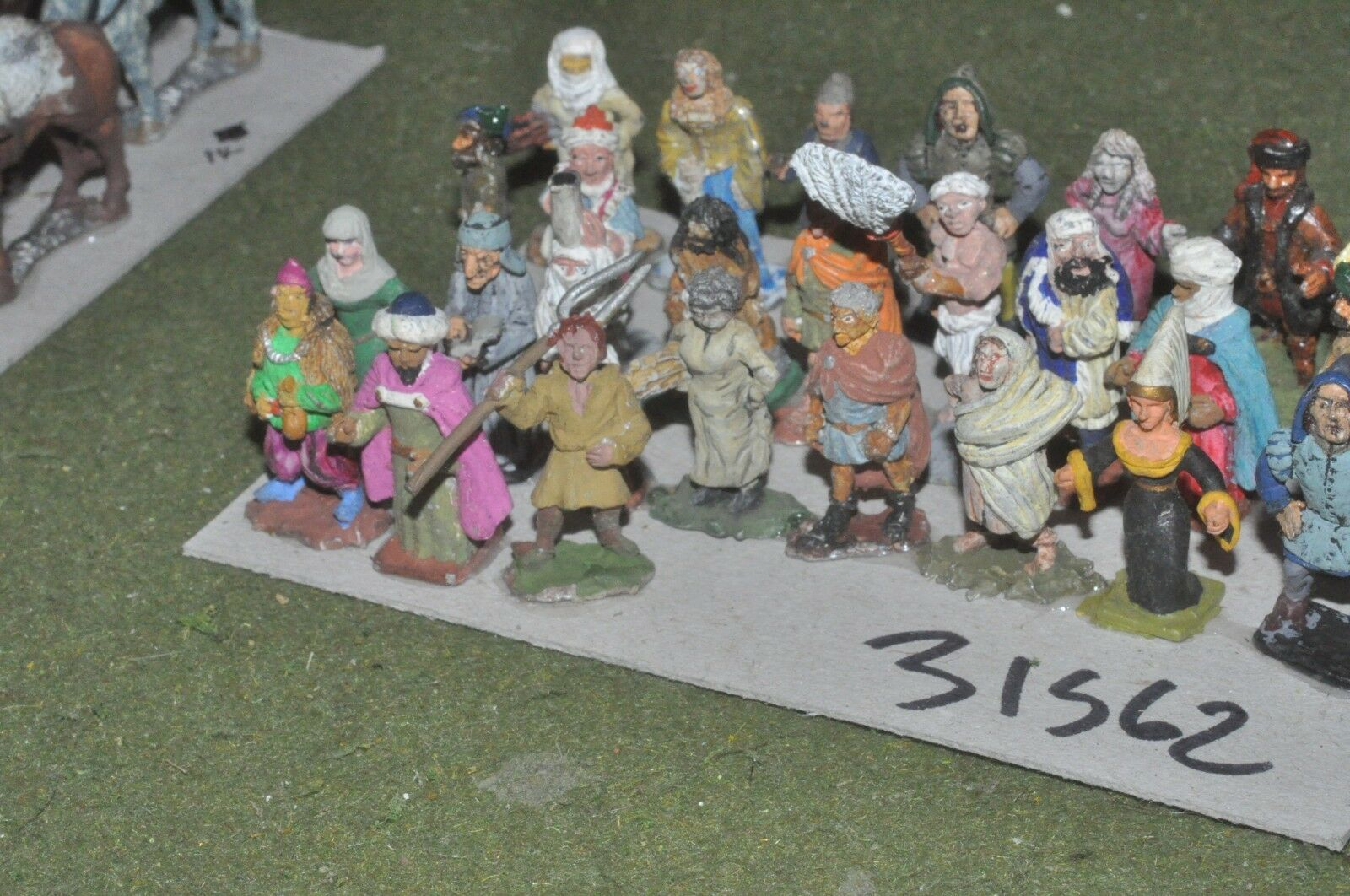 25mm medieval   generic - mixed civilians (as photo) 26 fig - baggage (31562)