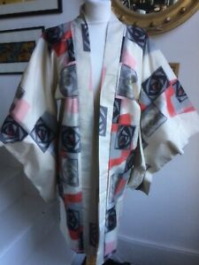 VINTAGE KIMONO FROM OSAKA JAPAN IN EXCELLENT CONDITION. ONE SIZE.