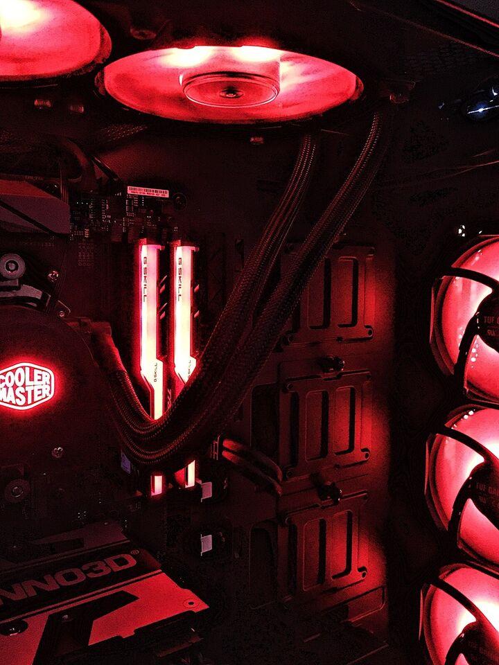 Andet mærke, RGB Gaming PC, Ryzen 1700x Ghz