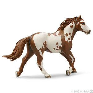 /</>/<  pinto  Paint horse gelding NEW 13885 Schleich Anywheres a Playground
