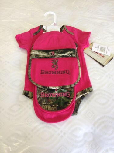OFFICIALLY LICENSED BROWNING BUCKMARK//MOSSY OAK FUSCHIA 4 PC BABY SET