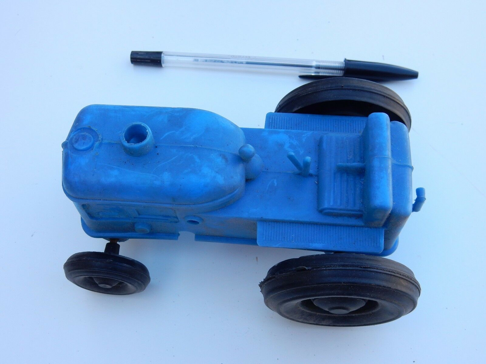 Toy roll along  TRACTOR   EARLY 1950s plastic  14 X 7 X 7 cm great display piece