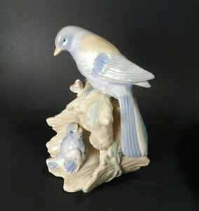 Blue-Bird-and-Baby-Bird-Porcelain-Figurine-Statue-6-inches-Tall-NICE