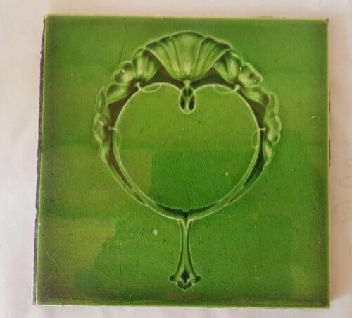 GORGEOUS ART NOUVEAU SHINY GLAZED GREEN FLORAL 6 INCH ANTIQUE TILE