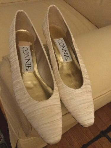 Ladies shoes Size 9AA/AAA White Pumps