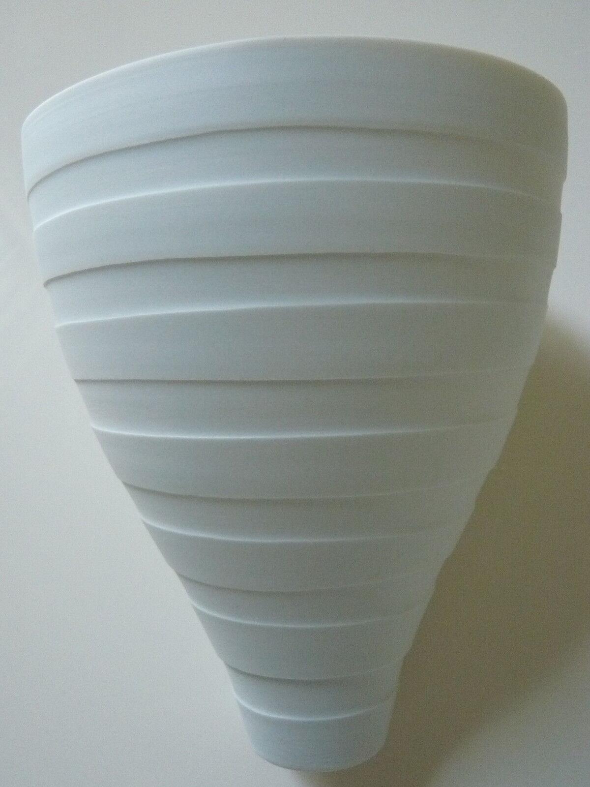 Hering Berlin Vase Kumme Porzellan weiss breite Querstreifen Biskuitporzellan