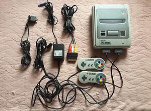 Original-Super-Nintendo-SNES-Konsole-mit-8-Spielen-amp-Super-Game-Boy-Adapter