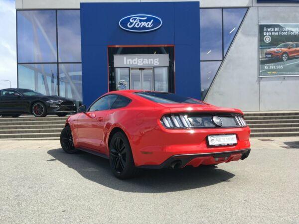 Ford Mustang 2,3 EcoBoost Fastback - billede 2