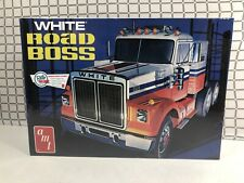 NIB AMT White Road Boss 1//25 Scale Hobby Model Kit Retro Deluxe Semi Truck