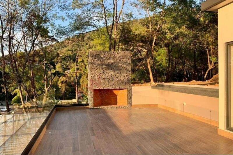 Casa nueva en venta en Valle de Bravo en exclusivo condominio con cascadas