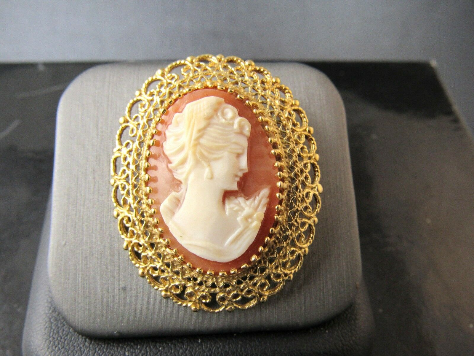 Vintage 14KT Yellow gold Filigree Style Carved Lady Cameo Pin Brooch Pendant