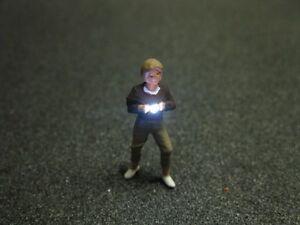 F54-h0-fotografo-con-iluminacion-LED-mujer-joven-figura-1-87