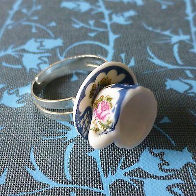 ViNtAgE TEA aLiCe iNsPiReD WHITE PINK BLUE CHINA TEACUP ADJUSTABLE SILVER RING