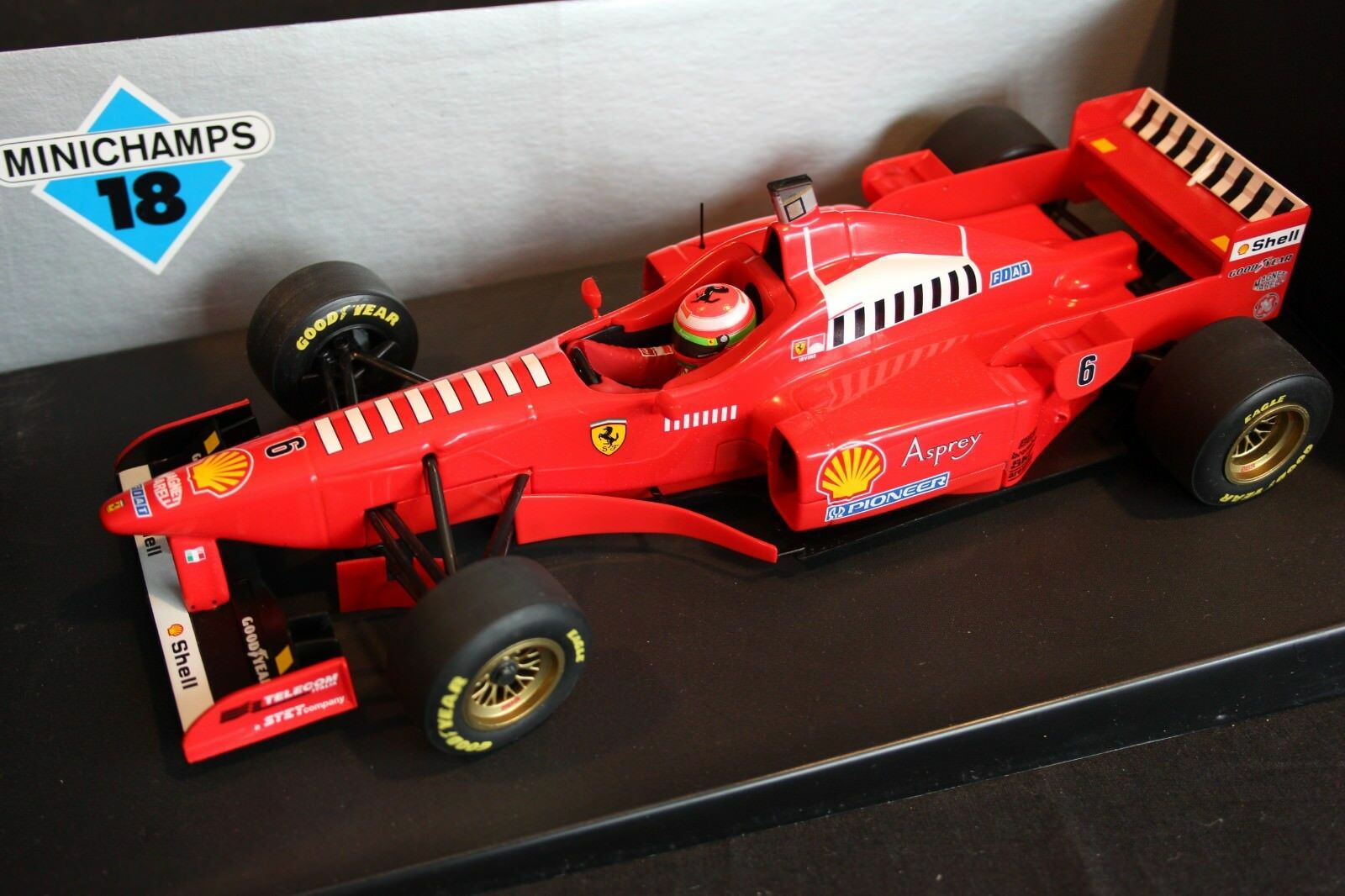Minichamps Ferrari F1 Launch Car 1997 1 18  6 Eddie Irvine (GBR)