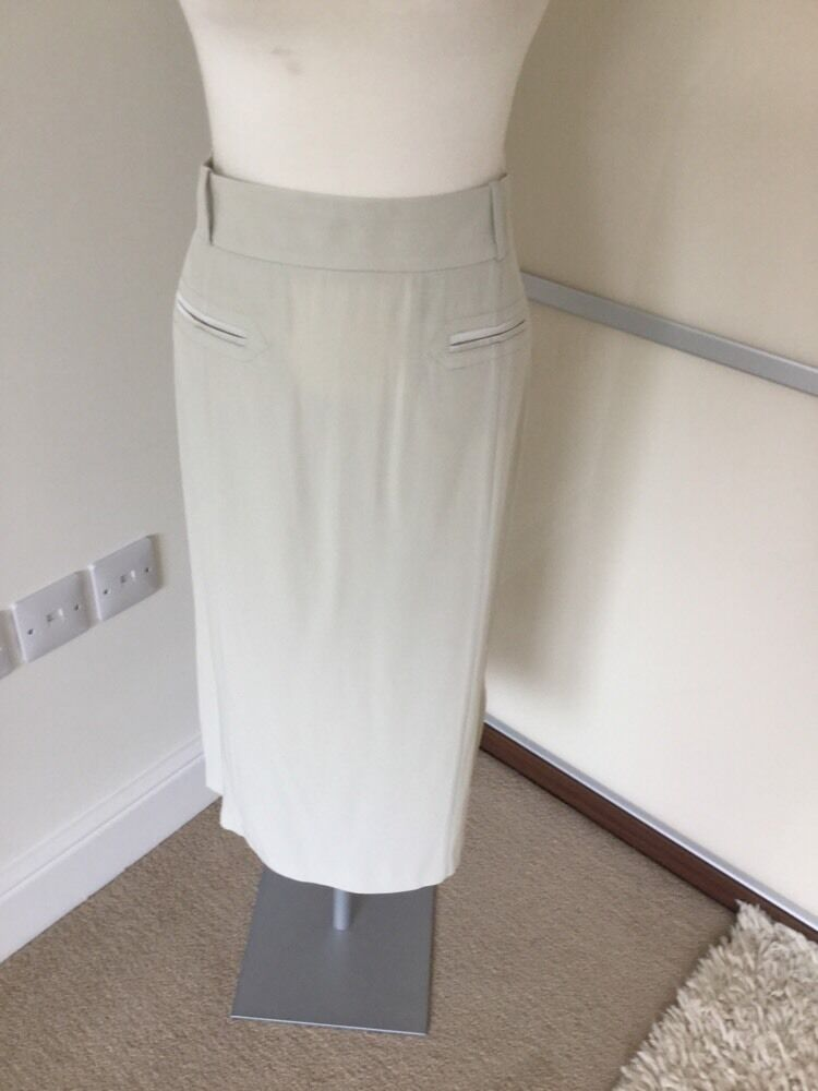 Luxe by warehouse cream skirt size 14