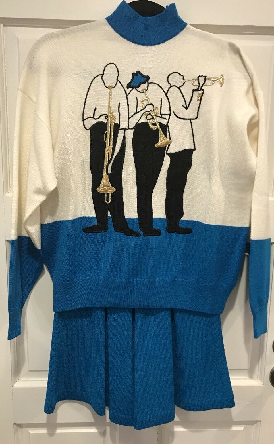 St Johns Separates Women Size 4 Sweater Short Set Jazz Music Players Embroidered