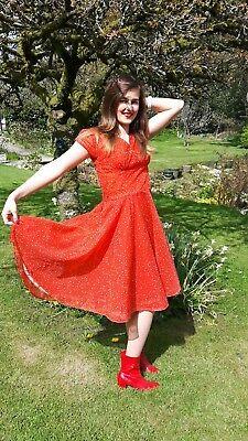 1950s Vestito Originale Rosso A Pois Chiffon 34 Pollici Petto-mostra Il Titolo Originale