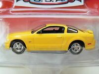 Johnny Lightning muscle Cars U.s.a. 2005 Ford Mustang Gt (yellow) Diecast