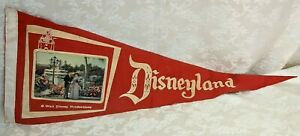 RARE-Vintage-Disneyland-Pennant-with-a-3D-Flicker-Lenticular-Postcard