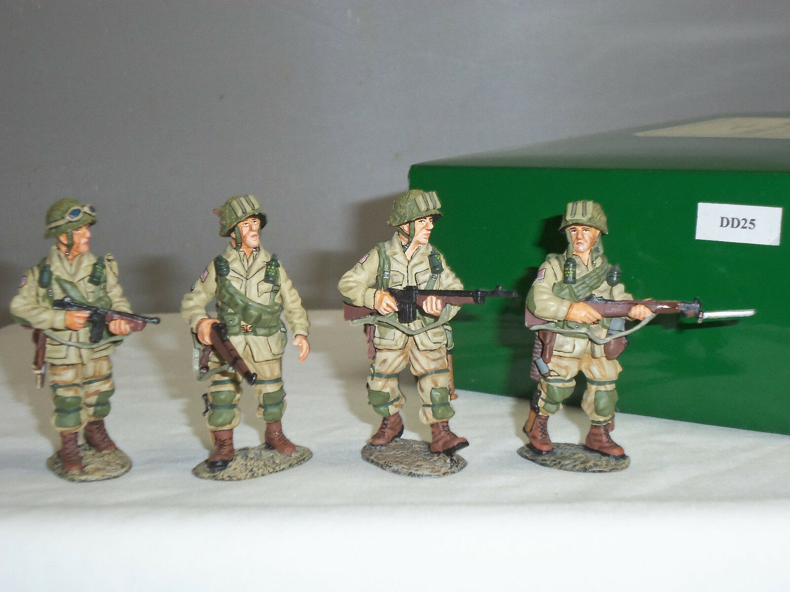 KING AND COUNTRY DD25 US PARATROOPERS FIGHTING PATROL METAL TOY SOLDIER SET