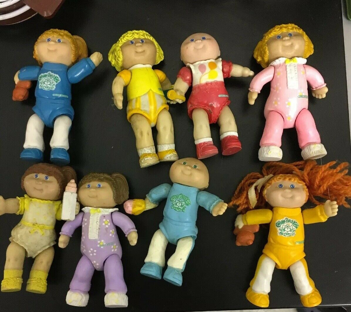 VINTAGE SMALL PLASTIC 3.5  CABTascheE PATCH DOLLs 1984 Posable x 8
