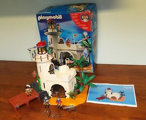 Playmobil-4294-Pirates-Soldier-Fortress-with-Lighthouse-Working-light