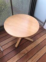 Sofabord, Rund lille bord som kan bruges som