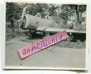 Foto :  Jagd-Flugzeug aus Rußland Typ ??? mit Kennzahl 9 im 2.WK