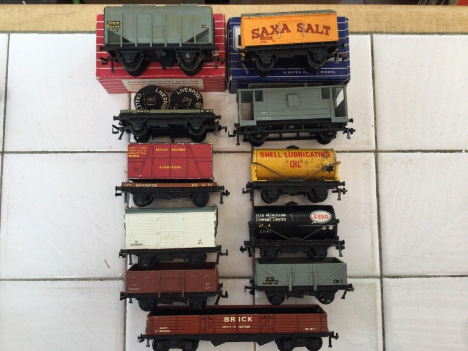 Hornby Dublo 2 or 3 Rail 11 assorted Wagons tutti with plastic ruedas