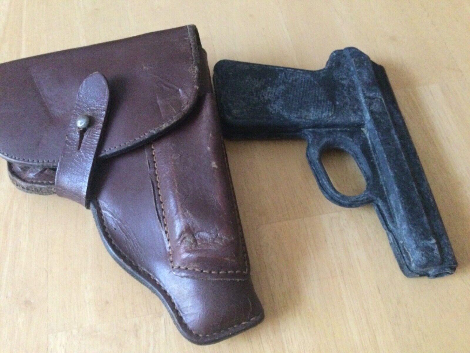 Bild 01 - Makarow Pistolentasche Leder mit Dummy DDR. NVA