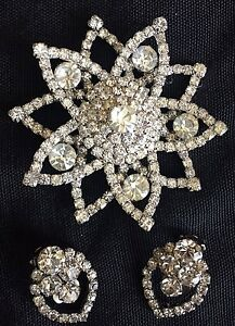 Retro-Earrings-and-Brooch