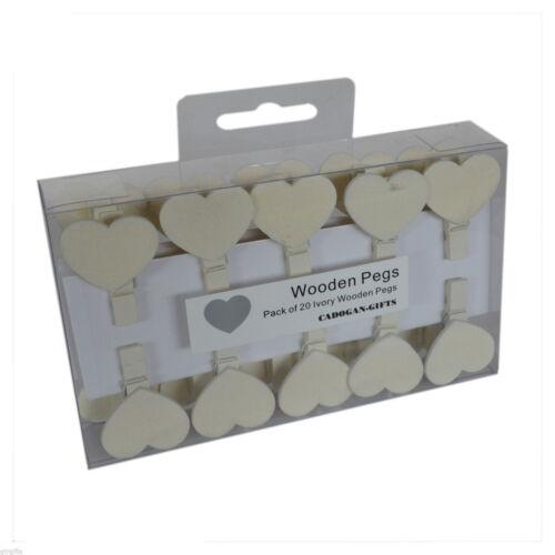 Paquete De 20 Crema Corazón lugar Tarjeta De Madera Peg titulares de tarjetas de lugar XSL015