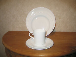 CORNING *NEW* WHITE CORELLE Set 16 pièces Assiettes + tasses Set plates + cups iLyFeTE7-08052603-280142909