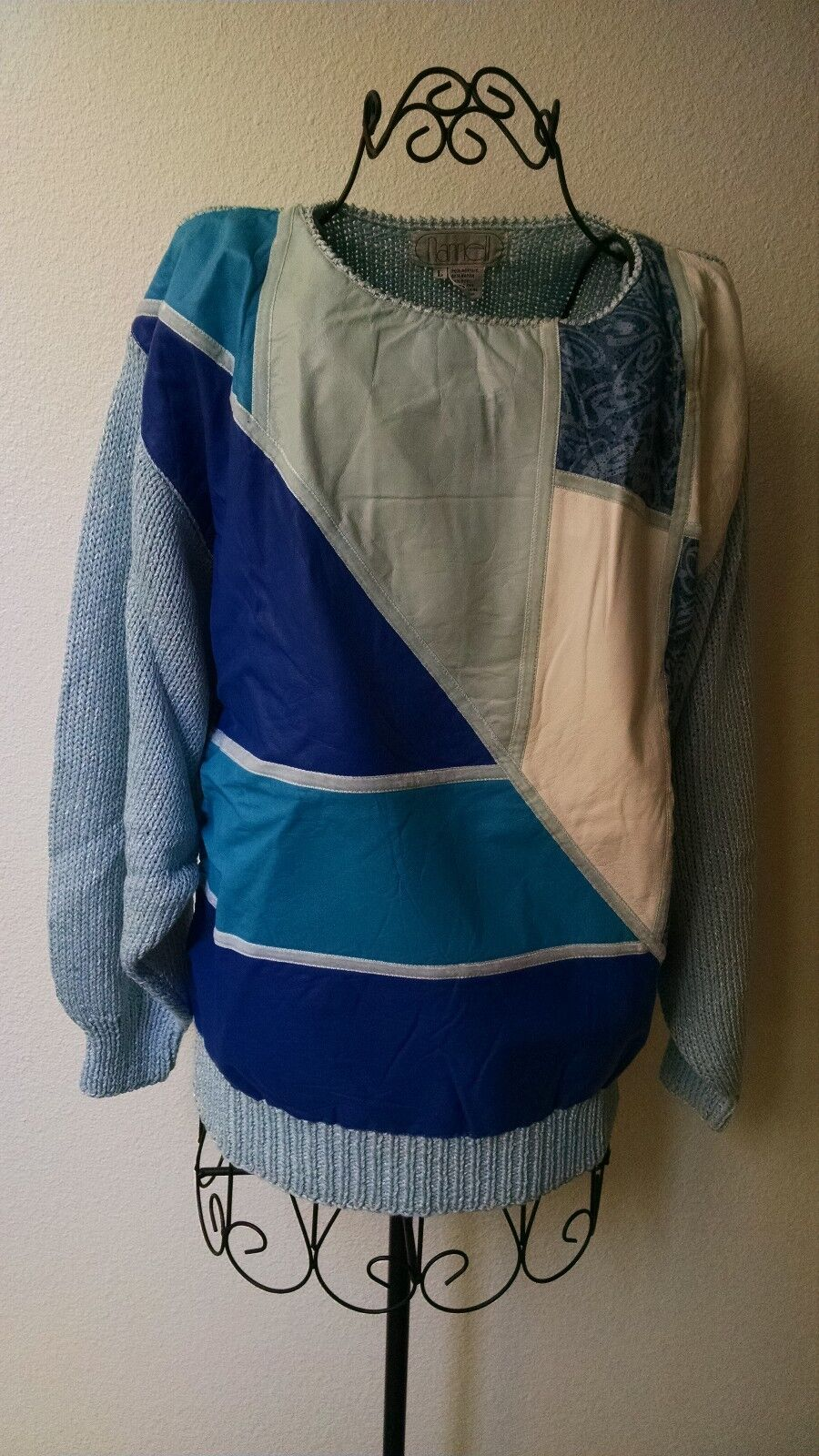 Nannell Collectors Hand Knit Sweater bluee Multi colord Size Lg, Item