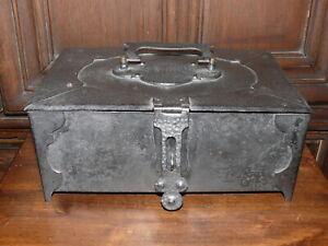 Raritaet-ca-200-Jahre-alte-Kassette-Geldkassette-Schmuckkassette-massiv-Eisen