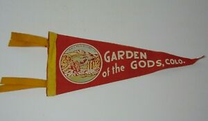 11-034-Antique-Vintage-1950s-GARDEN-OF-THE-GODS-COLORADO-PIKES-PEAK-GRAPHIC-PENNANT