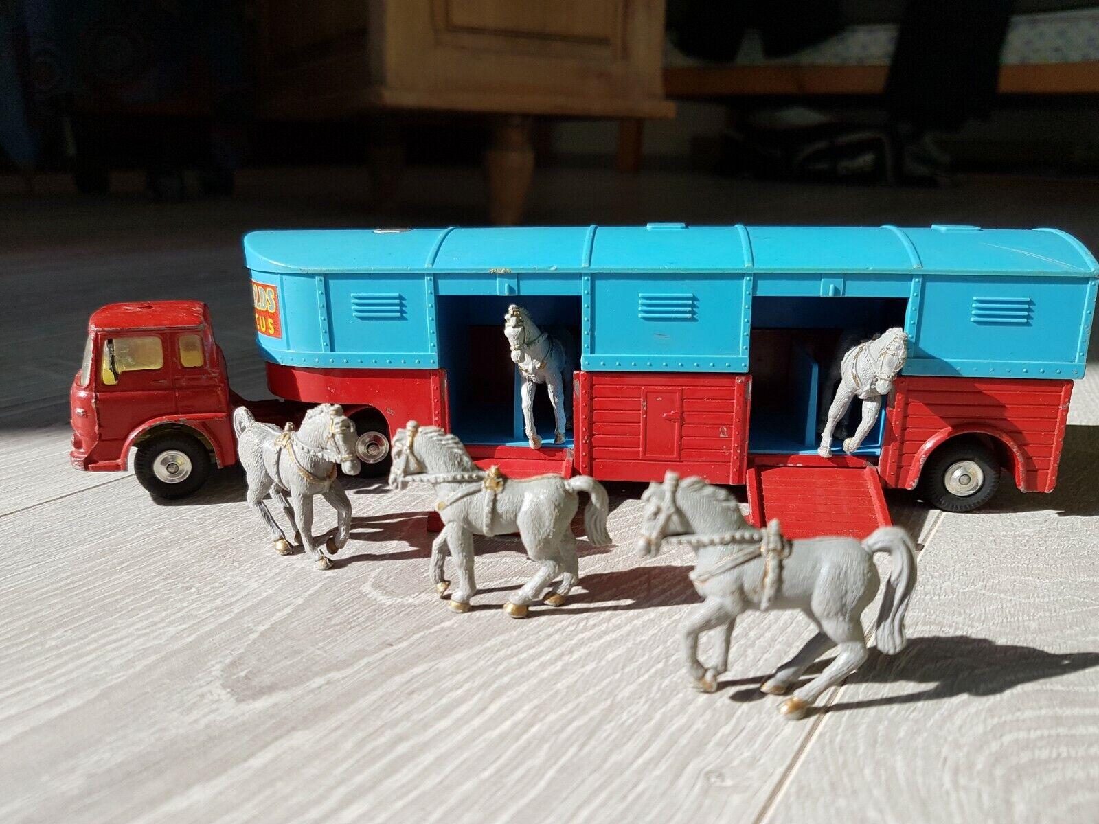 Corgy Toys Camion Bedford articulé  21101 59 Horse box avec 5 chevaux