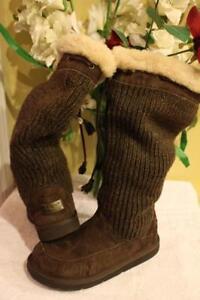 dc65da51799 UGG 5733 Chestnut Suburb Crochet Tall Boots SIZE 8 (BOT500 | eBay