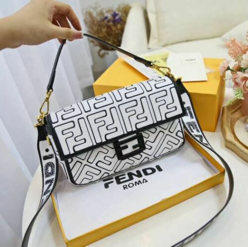 FENDI BAGUETTE white leather bag