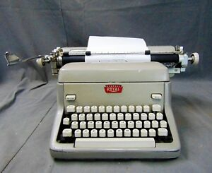 Vintage 1950s Royal FP Magic Margin Wide Carriage Desk Top Typewriter