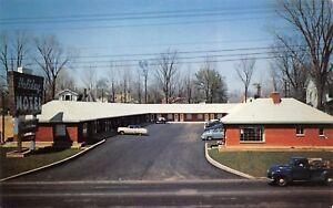 Richmond-Indiana-1950s-Postcard-Holiday-Motel-Cars-Truck