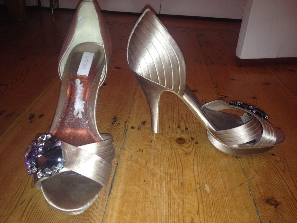 Untold Janine Mushroom Grau Silver Beige Peep Toe Gem Stones Smart High Heels