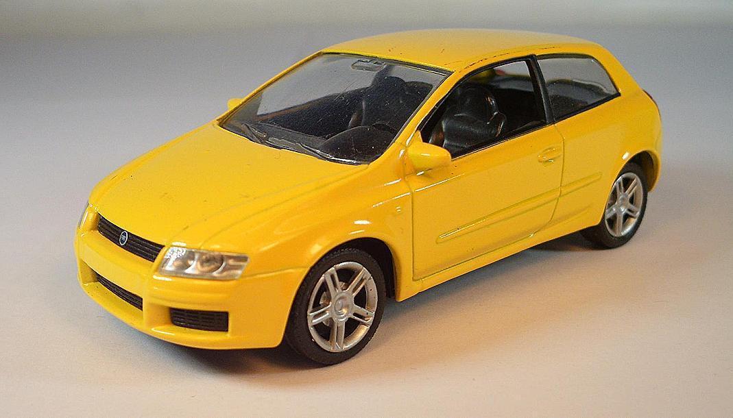 Norev 1 43 Fiat Fiat Fiat Stilo Limousine amarillo  1745 0665ef