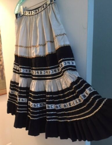 VINTAGE BLACK, WHITE, SILVER AND GOLD STUNNING SOU