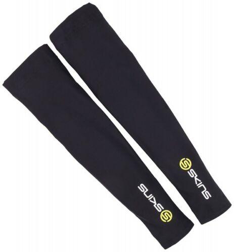 Leichtathletik SKINS Essentials Men's Sleeves Armstulpen schwarz ZB99590969033