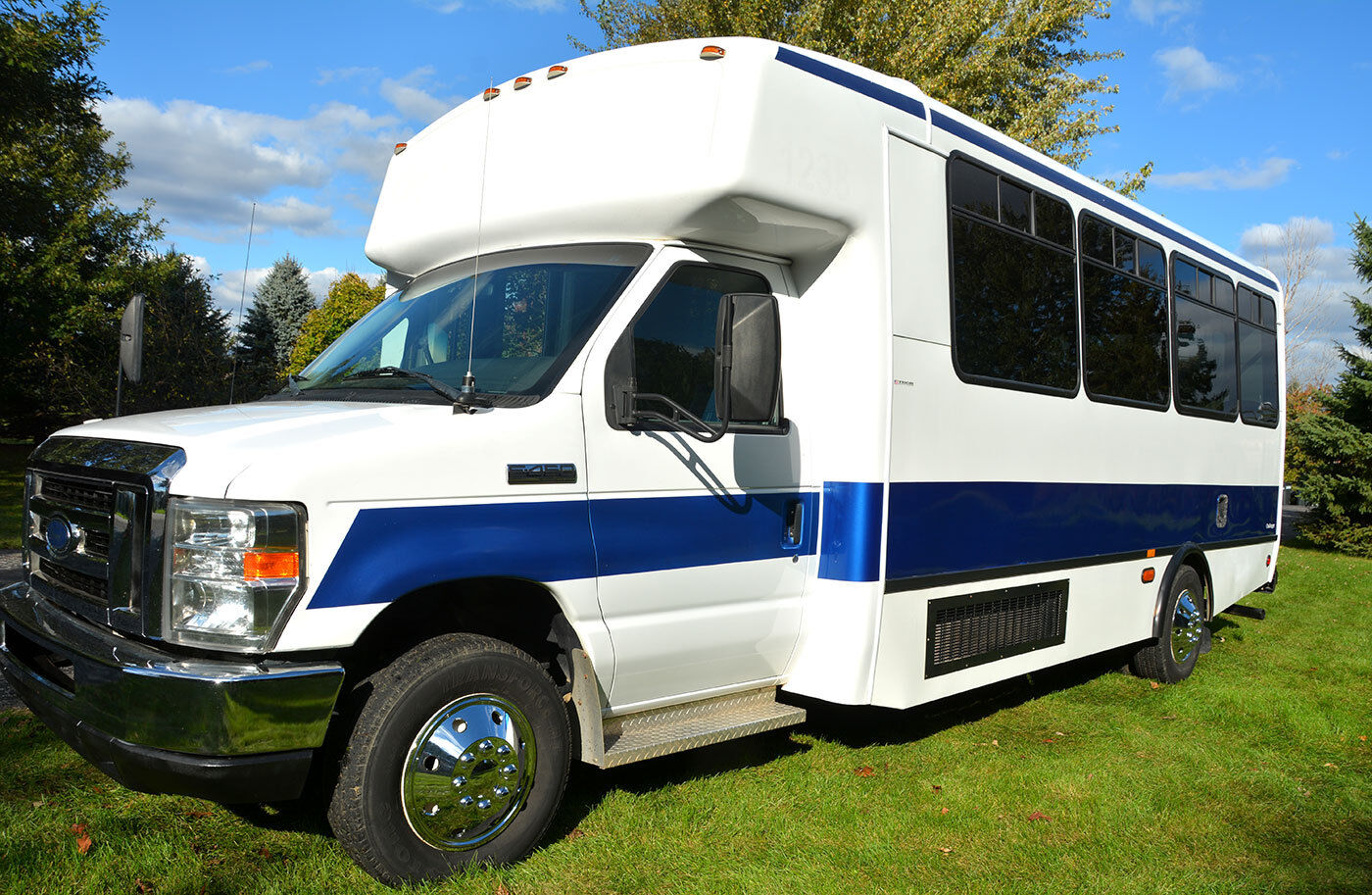 2009 Ford E450 V 10 Shuttle Bus Zero Rust School Bus