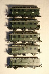 47-Konvolut-5-Personenwagen-der-DR-Epoche-III-in-H0-von-Fleischmann-2x-OVP