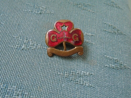 PRE 1930s VERSION LAND RANGERS RED GIRL GUIDES GUIDE PROMISES ENAMEL PIN BADGE