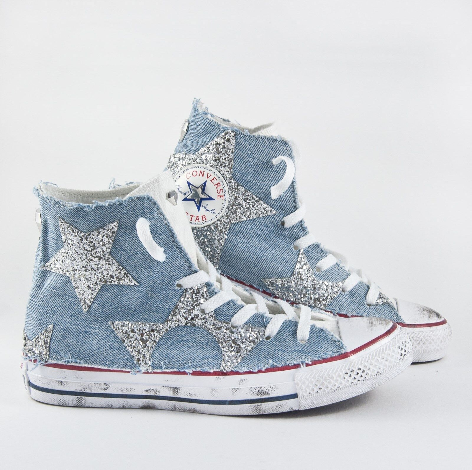 Converse all star Weiß con jeans e stelle in glitter Silber e sporcatura